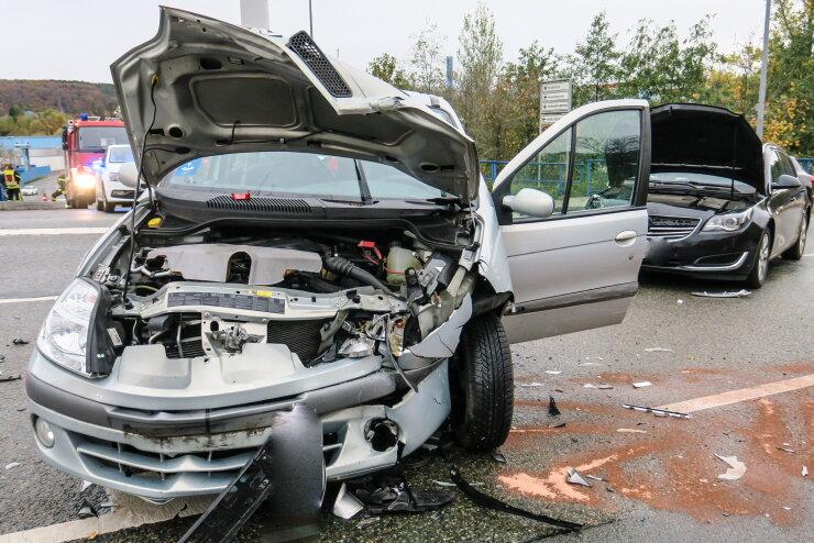 Renault kollidiert mit Opel: zwei Leichtverletzte
