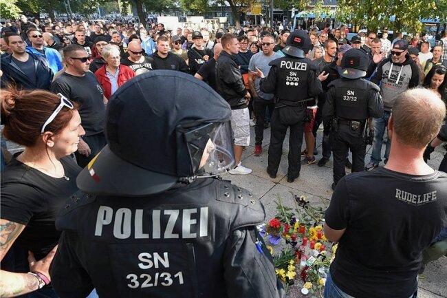 Erneut Proteste in Chemnitz: Verletzte bei Konfrontation - Polizei räumt Probleme ein