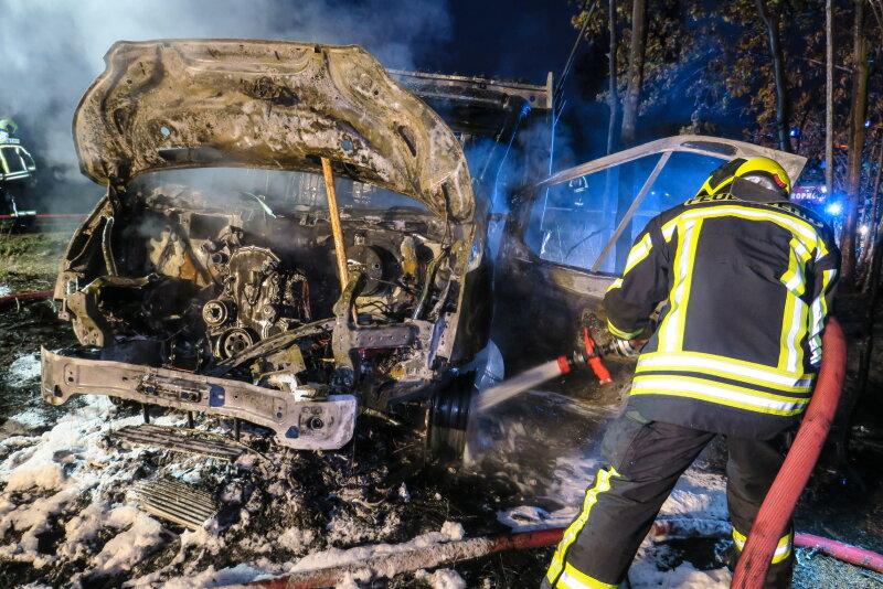 Gestohlener Transporter brennt in Waldstück aus - Freie Presse