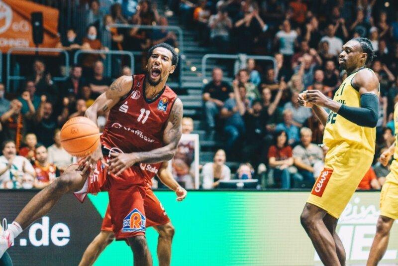 Niners bezwingen Oldenburg in echtem Basketballkrimi | Freie Presse - Chemnitz