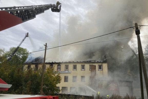14-jähriges Mädchen bei Hausbrand in Auerwalde ums Leben gekommen | Freie Presse - Chemnitz