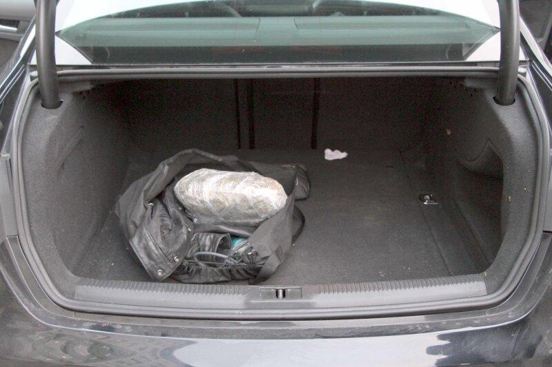 Polizei findet ein Kilo Marihuana in einem Fahrzeug
