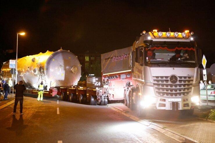 154 Tonnen auf dem Weg durch Chemnitz: Schwerlasttransport in Richtung A 14 gestartet