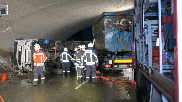 Unfall-Drama im Erzgebirge Bus rammt Baum, 4 Schwerverletzte!